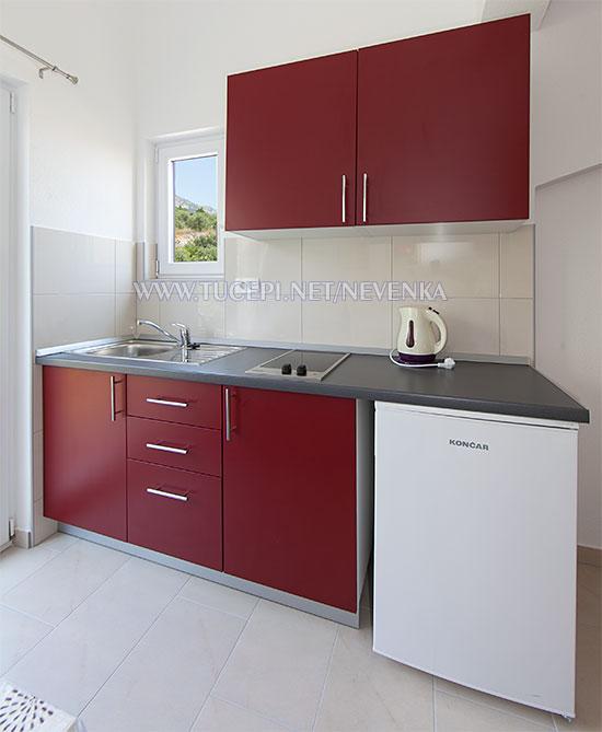 Tučepi, apartments Nevenka - kitchen