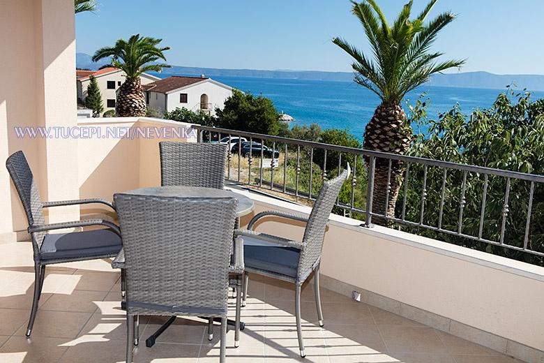 apartments Nevenka, Tučepi - large veranda with sea view