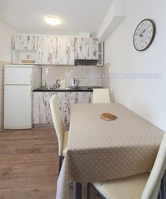 apartments Nevenka, Tučepi - dining table