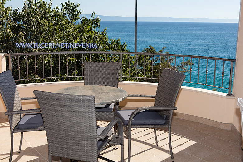 apartments Nevenka, Tučepi - veranda with sea view