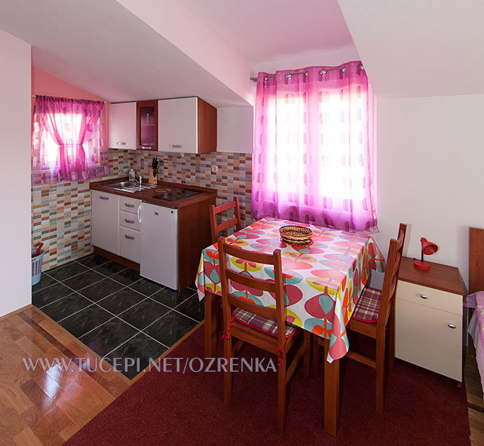 dining table and kitchen - Esstisch und Küche