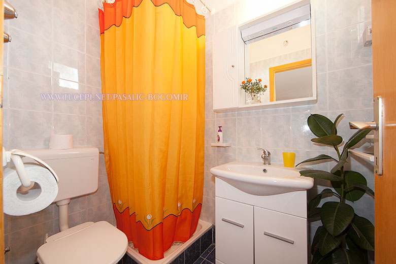 Apartments Bogomir Pašalić, Tučepi - bathroom