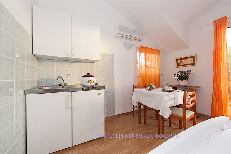 Apartments Bogomir Pašalić, Tučepi - kitchen