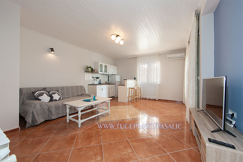 Apartments Pašalić, Tučepi - living room