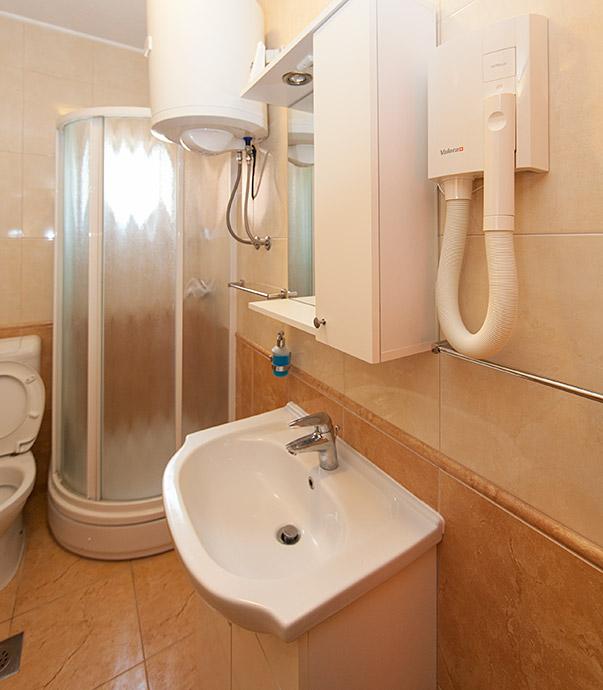 apartments Plaža, Tučepi - bathroom