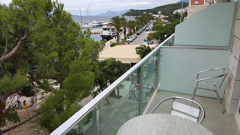apartments Plaža, Tučepi - balcony with sea view
