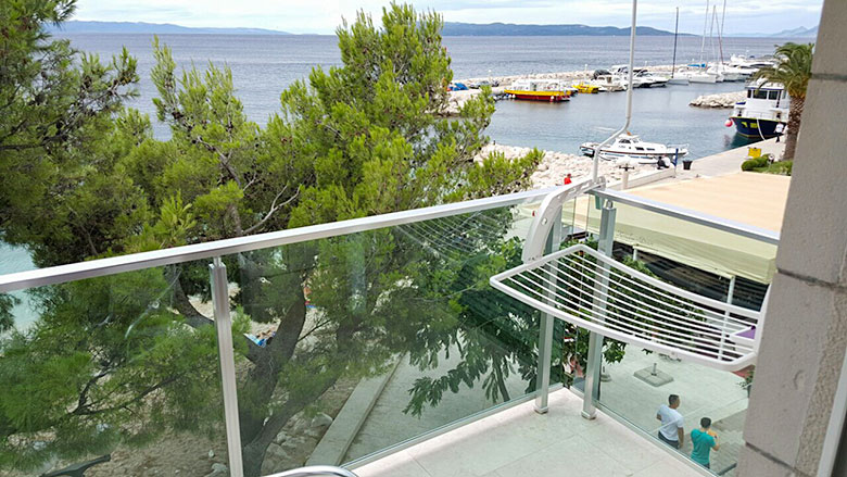 apartments Plaža, Tučepi - balcony with sea view