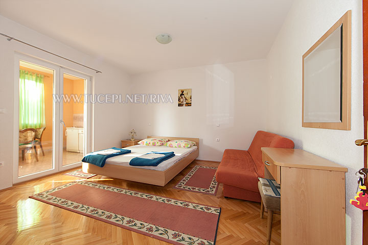 Tučepi, apartments Marija - bedroom with sofa for up to 2 additional persons