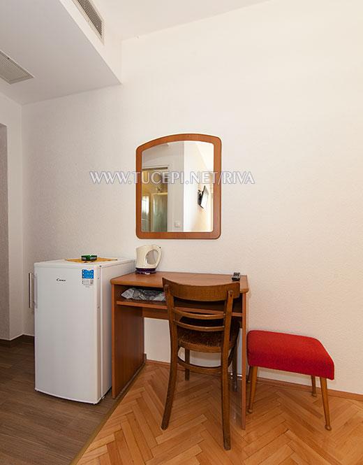 Tučepi, apartments Marija Mijačika - dressing table, refrigerator