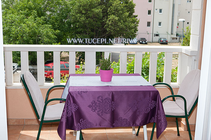 Tučepi, apartments Marija - table in veranda