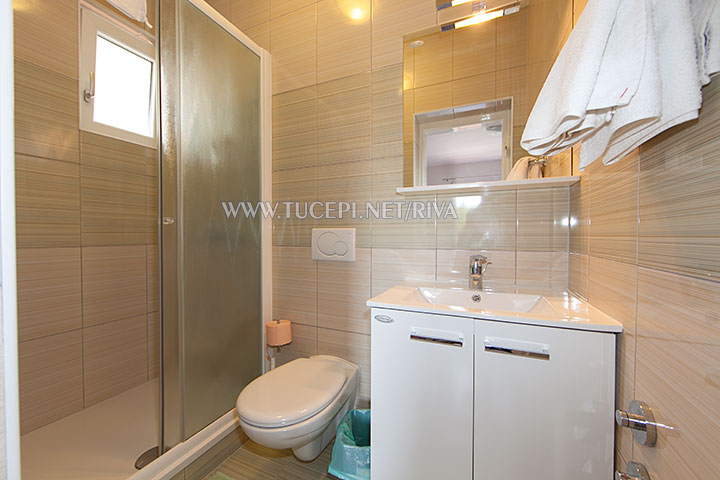Tučepi, apartments Marija - clean, spacious bathroom