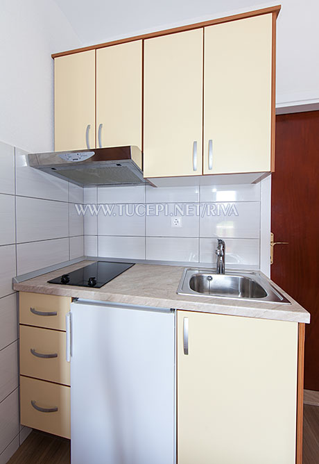 Tučepi, apartments Marija - small kitchen