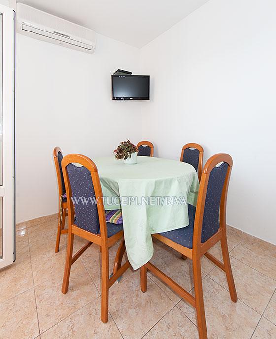 Tučepi, apartments Marija - dining table, TV