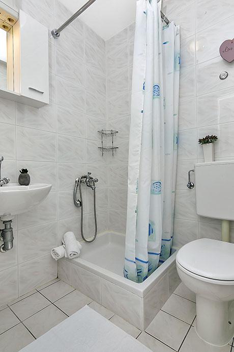apartments Riva, Tučepi - bathroom