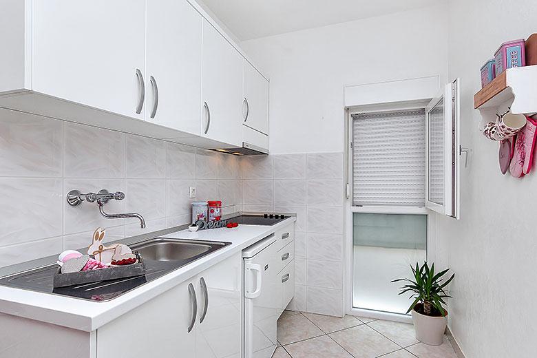 apartments Riva, Tučepi - kitchen