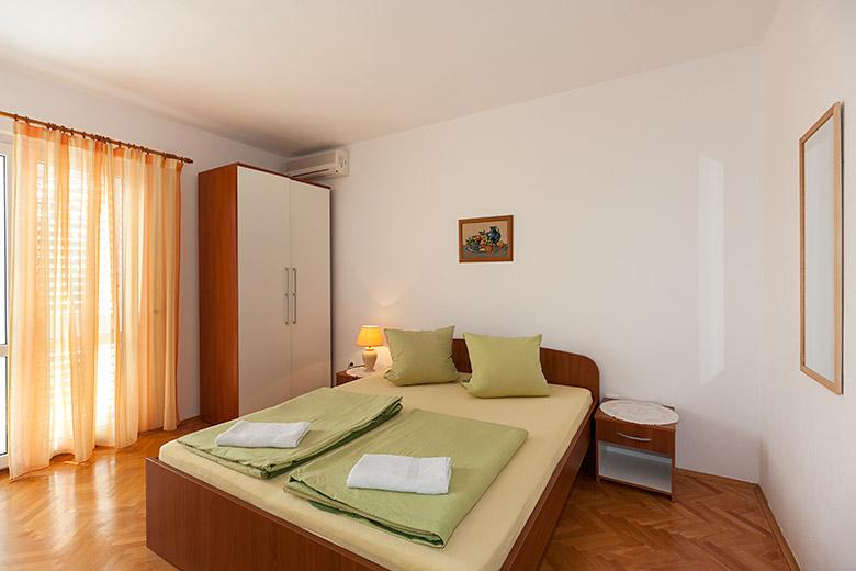 Schlaffzimmer mit Klimaanlage, Spiegel