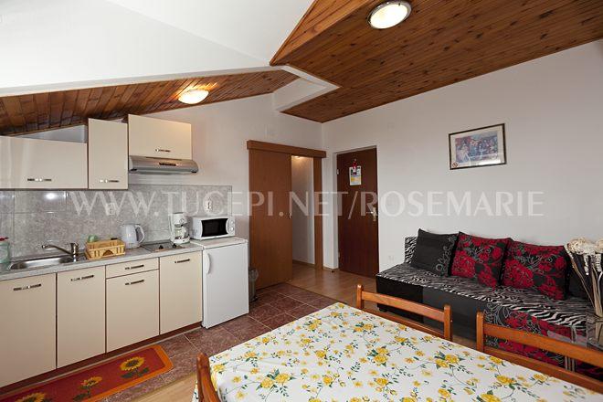 Wohnzimmer, Esstisch, Sofa, Fernsehen, Klimaanlage, Küche
