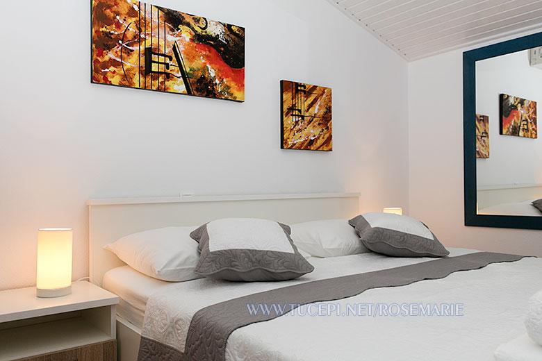 apartments Rosemarie, Tučepi - bed header