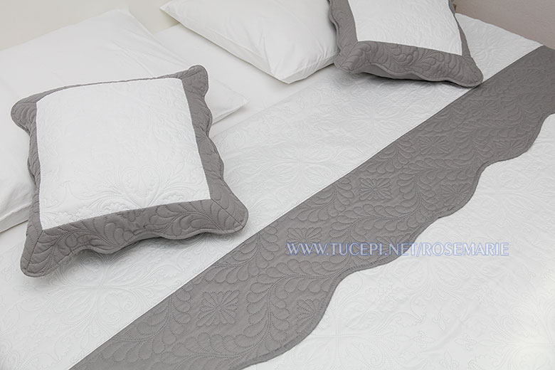 apartments Rosemarie, Tučepi - pillows on the bed