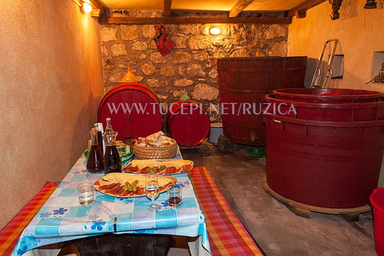 Dalmatian konoba: wine and domestic, hand made food