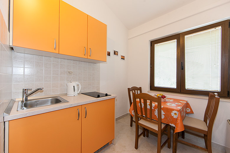 kitchen - Apartments Marija Šarić, Tučepi