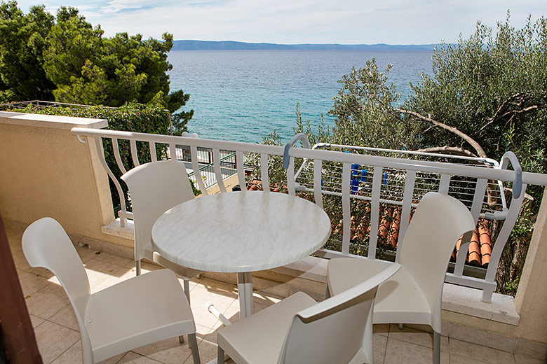 balcony with sea view - Apartments Marija Šarić, Tučepi