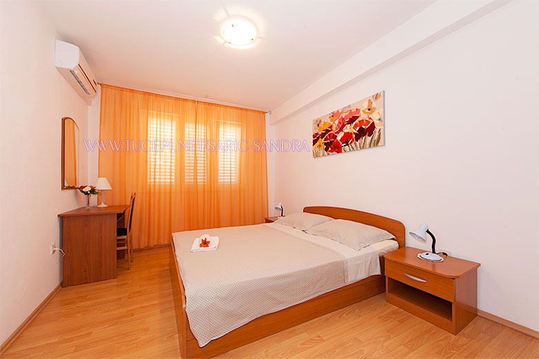 Apartments Sandra Šarić, Tučepi - bedroom