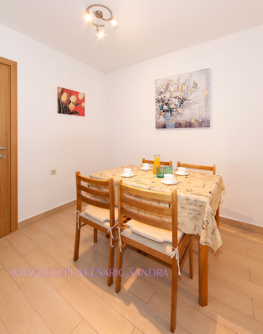 Apartments Sandra Šarić, Tučepi - dining room