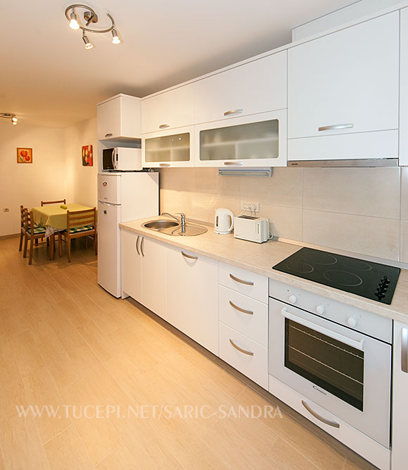 Apartments Sandra Šarić, Tučepi - kitchen
