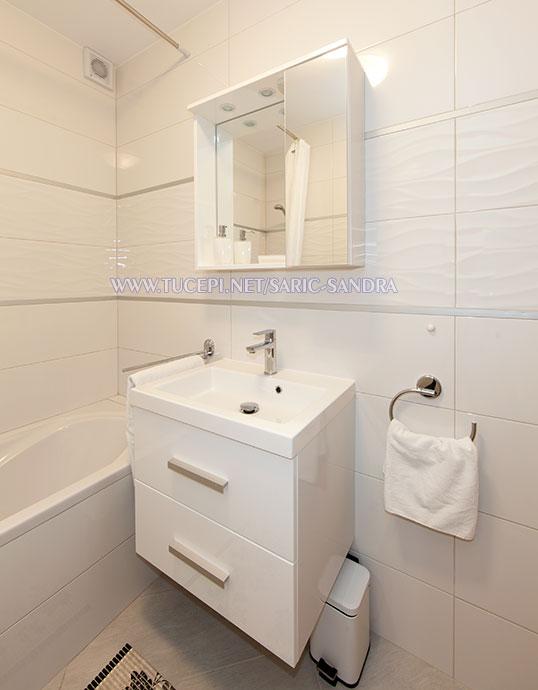 Apartments Sandra Šarić, Tučepi - bathroom