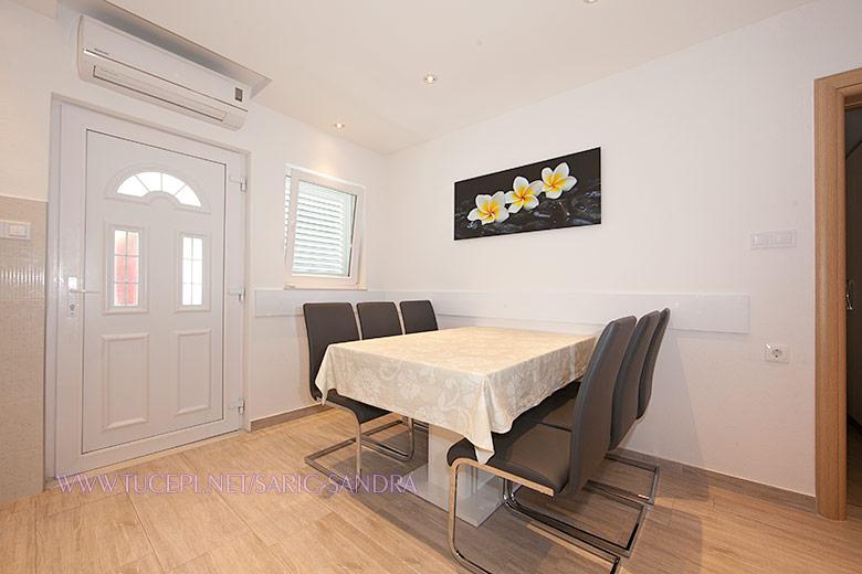 Apartments Sandra Šarić, Tučepi - dining room