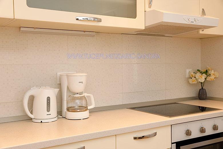 Apartments Sandra Šarić, Tučepi - kitchen