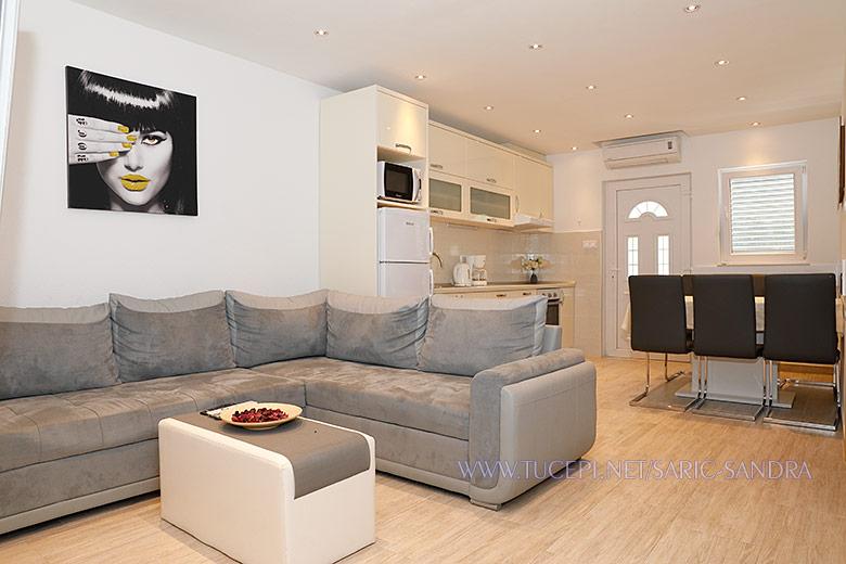 Apartments Sandra Šarić, Tučepi - living room