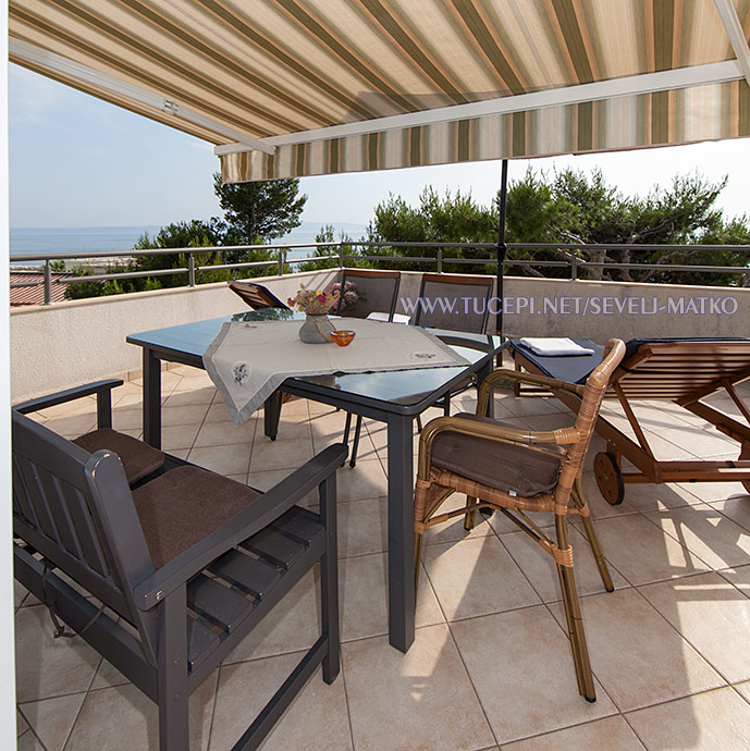 apartments Matko Ševelj, Tučepi - veranda with sea view