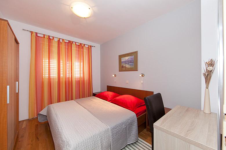 first bedroom in apartment Matko Ševelj, Tučepi