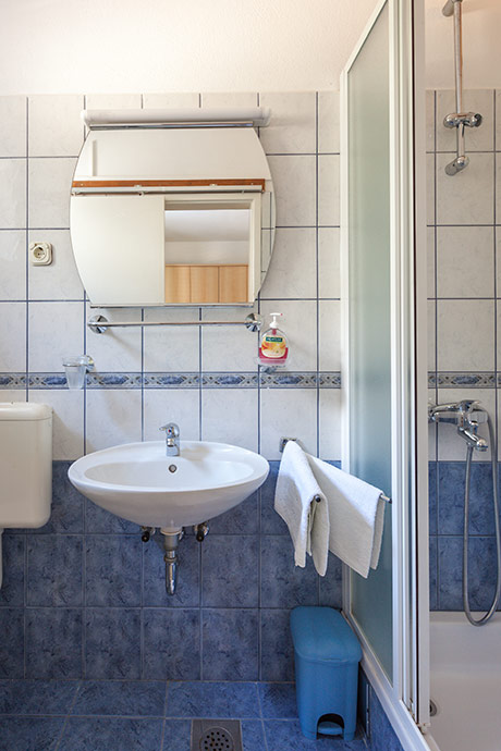 Apartments Šimić, Tučepi - bathroom