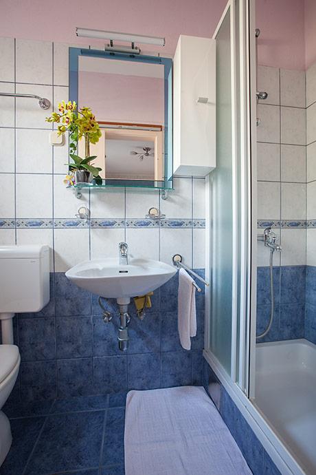 Apartments Šimić, Tučepi - bathroom