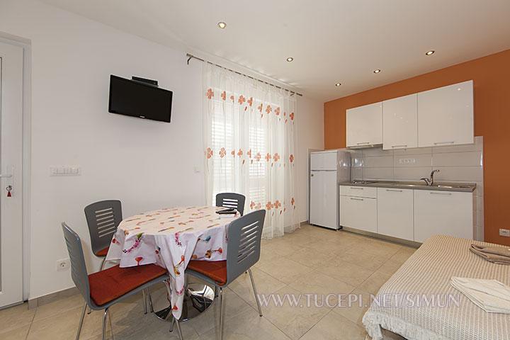 apartment Šimun Mijačika, Tučepi - living room, dining table, kitchen, TV