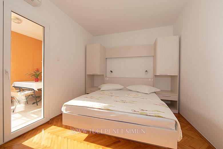 apartment Šimun Mijačika, Tučepi - bedroom
