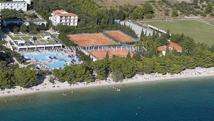 Tučepi Slatina, pools, tennis court and soccer