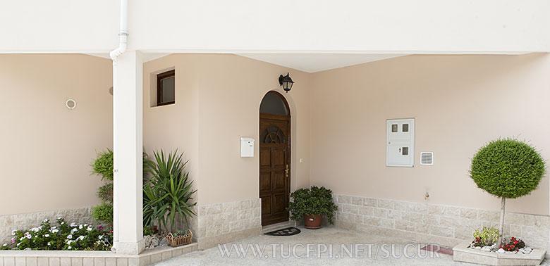 Entrance to the house - apartments Šućur, Tučepi