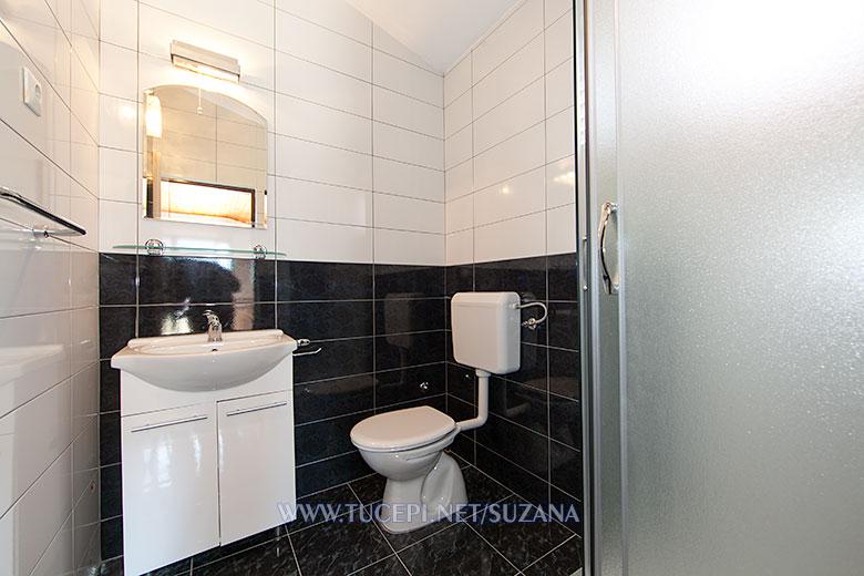 apartments Suzana, Tučepi - bathroom