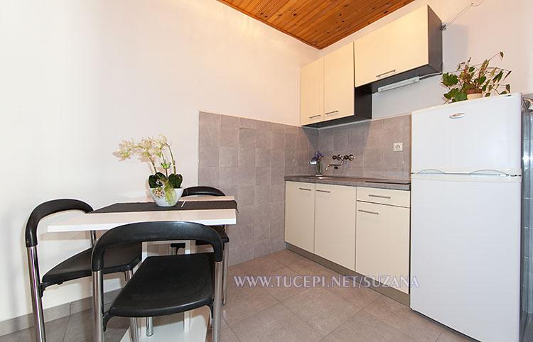 apartments Suzana, Tučepi - dining table, kitchen