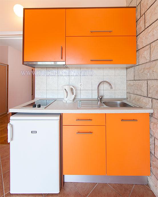 apartments Sveto, Tučepi - kitchen