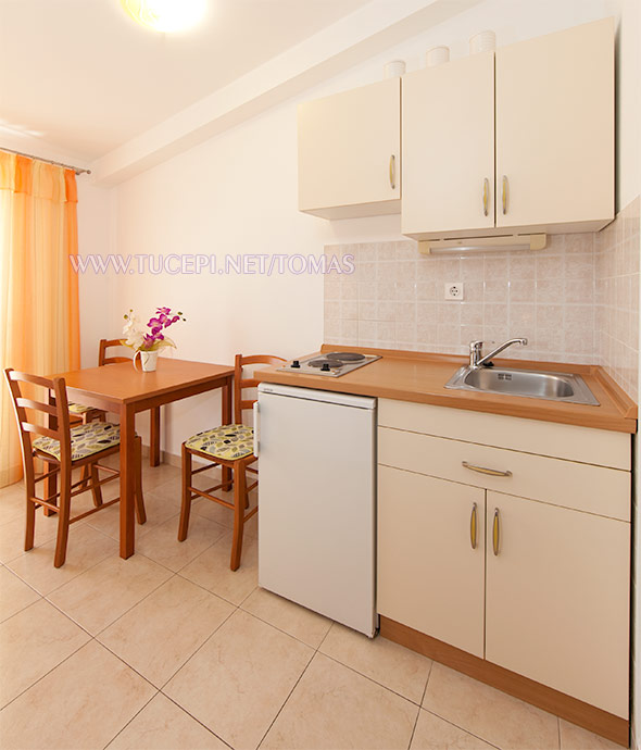 Apartments Tonći Tomaš, Tučepi - kitchen