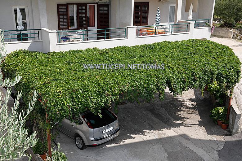apartments Tomaš, Tučepi - parking
