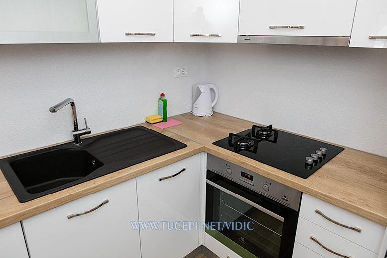 apartments Vidić, Tučepi - kitchen