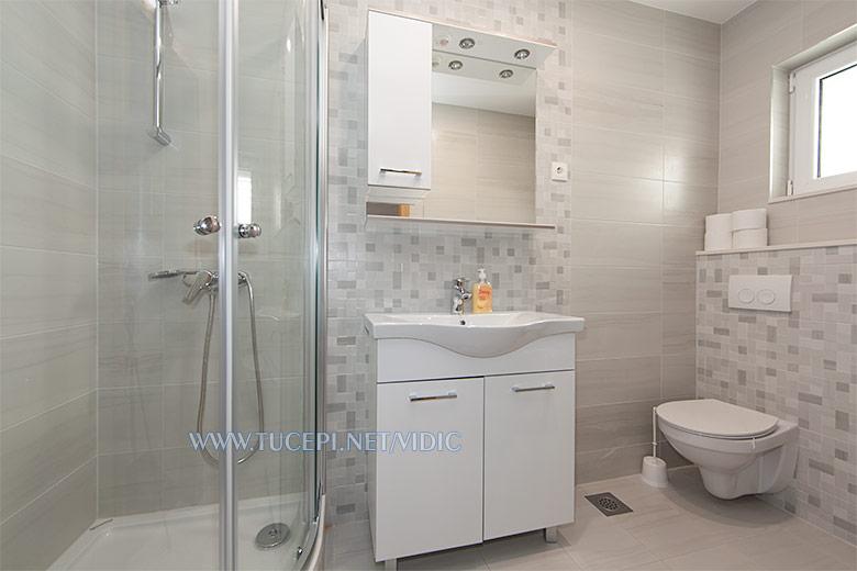 apartments Vidić, Tučepi - bathroom