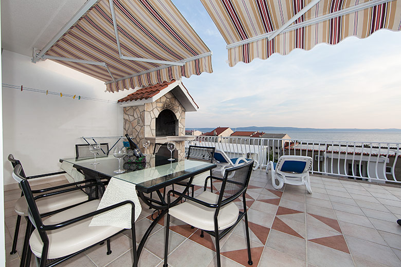 apartment Deluxe, Vila Fina, Tučepi, terrace with sea view and barbecue
