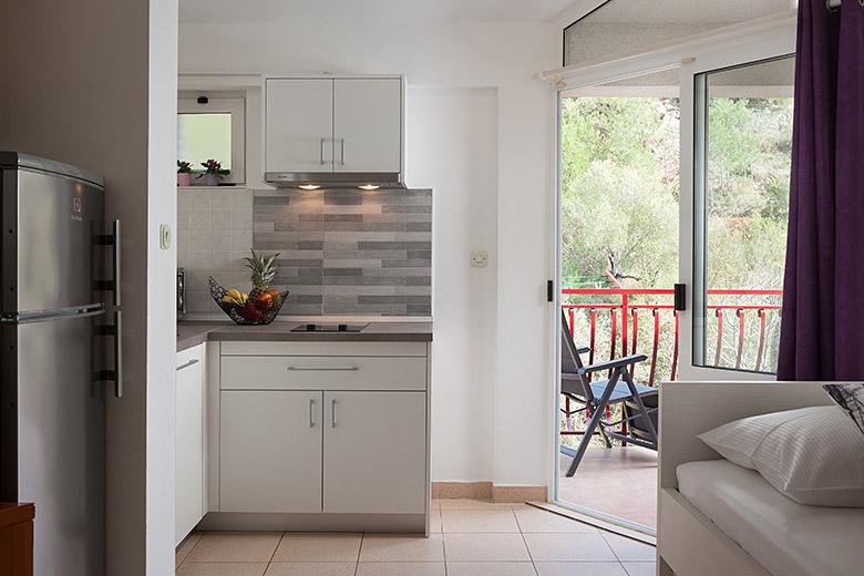 kitchen - Apartments Vila Nela, Tučepi